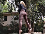 Ashley Fires gets her phat ass worshipped outdoor