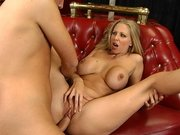 Julia Ann spreads her legs wide and gets her pussy screwed