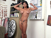 Amateur Latina Xo Rivera reveals her epic body in an office
