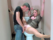 American slut Sunny Lane gets her trimmed cunt pounded in the bathroom