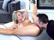 Stunner blonde Nicole Aniston gets a deserved pussy licking