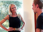 Emma Starr ordered him to tongue her MILF cunt