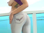 Yurizan Beltran wearing tight jeans getting her juicy ass worshipped